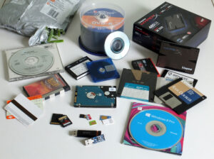 mix_of_data_storage_cd_sd_ssd_hdd_floppy_tape_etc_big